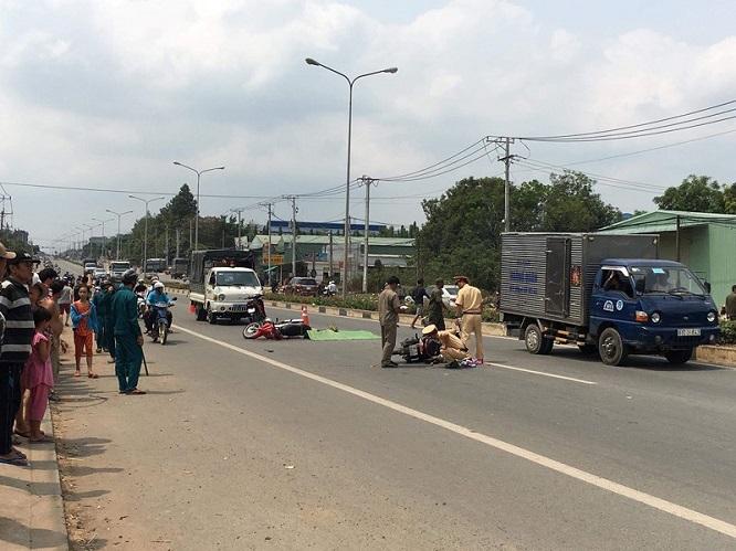 Tin tai nạn giao thông mới nhất ngày 1/4/2019: Xe máy 'đối đầu' ô tô khách, 1 người thiệt mạng - Ảnh 2