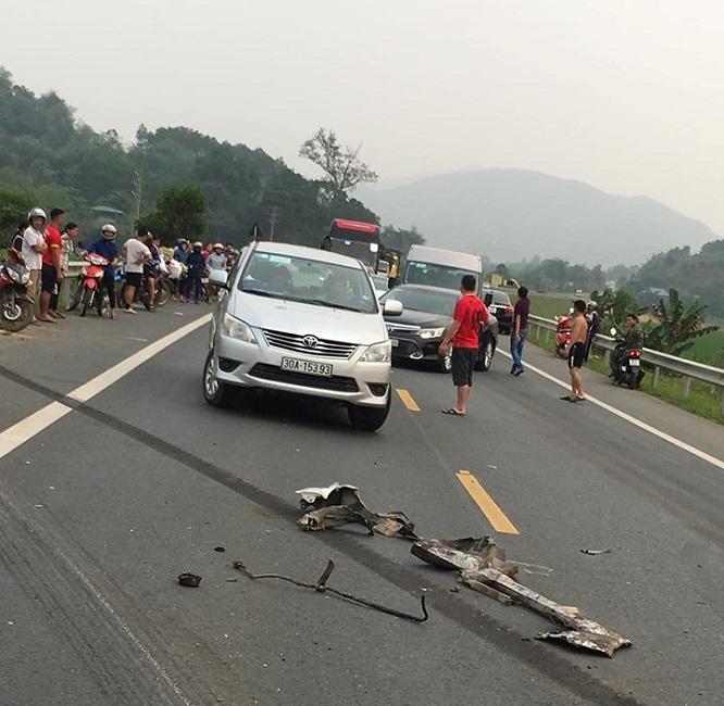 Tin tai nạn giao thông mới nhất ngày 1/4/2019: Xe máy 'đối đầu' ô tô khách, 1 người thiệt mạng - Ảnh 3
