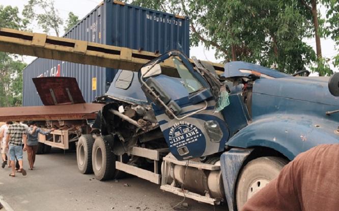Tin tai nạn giao thông mới nhất ngày 1/4/2019: Xe máy 'đối đầu' ô tô khách, 1 người thiệt mạng - Ảnh 4