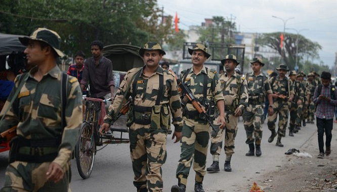 Ấn Độ: Đánh bom nhằm vào đoàn xe vận động bầu cử, 5 người thiệt mạng - Ảnh 1