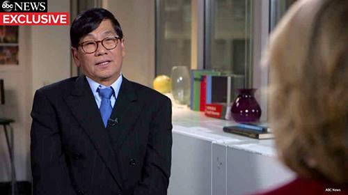 Bác sĩ gốc Việt bị kéo lê khỏi máy bay bất ngờ lên tiếng sau 2 năm giữ im lặng - Ảnh 1