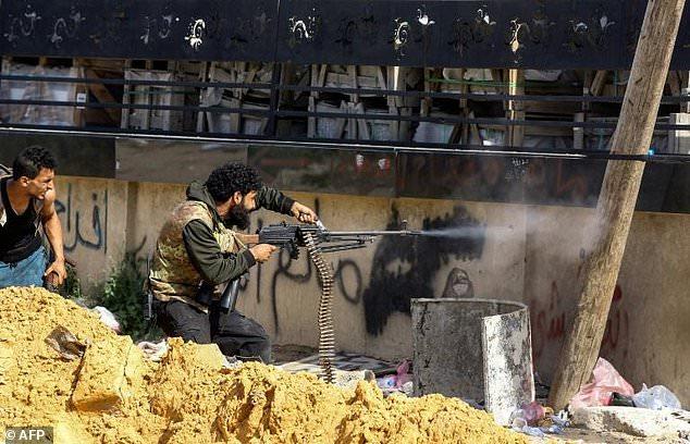 Tình hình Libya: LNA ồ ạt tiến công về trung tâm Tripoli, phát lệnh bắt thủ tướng GNA - Ảnh 1