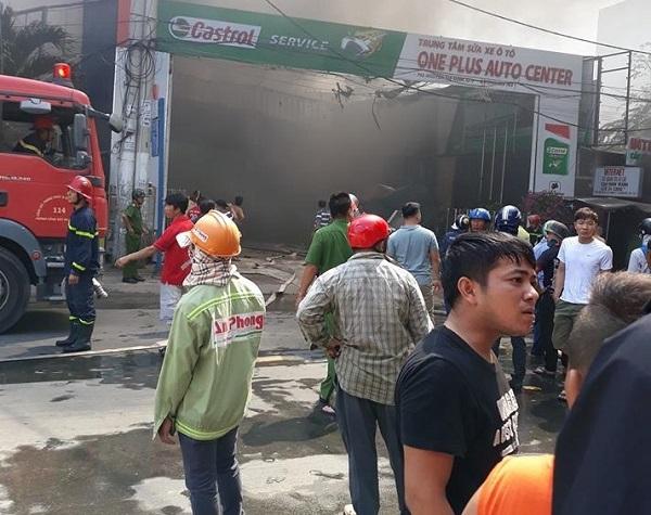 Hiện trường tan hoang vụ cháy garage ô tô thiệt hại hàng tỷ đồng ở TP. Hồ Chí Minh - Ảnh 3