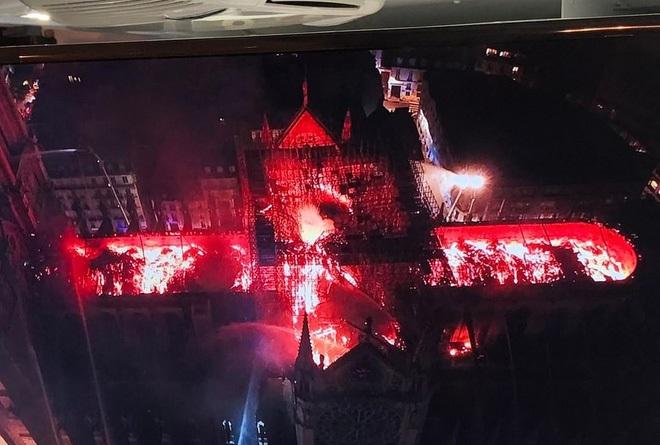 Cả thế giới bàng hoàng trước vụ cháy Nhà thờ Đức Bà Paris: Gần một nghìn năm lịch sử chìm trong lửa - Ảnh 1