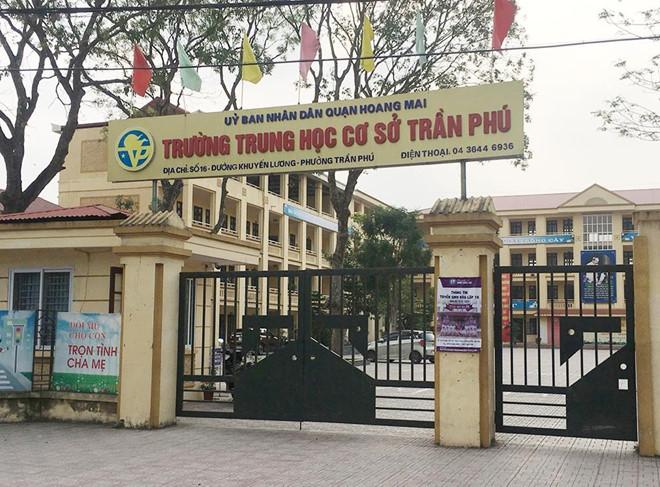 Phụ huynh làm đơn minh oan cho thầy giáo bị tố dâm ô 7 nam sinh ở Hà Nội - Ảnh 1