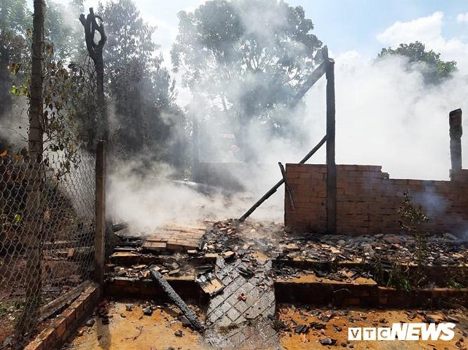 Đắk Lắk: Cãi nhau với mẹ, nam thanh niên say rượu châm lửa đốt nhà - Ảnh 1