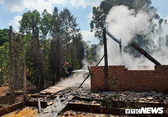 Đắk Lắk: Cãi nhau với mẹ, nam thanh niên say rượu châm lửa đốt nhà - Ảnh 2