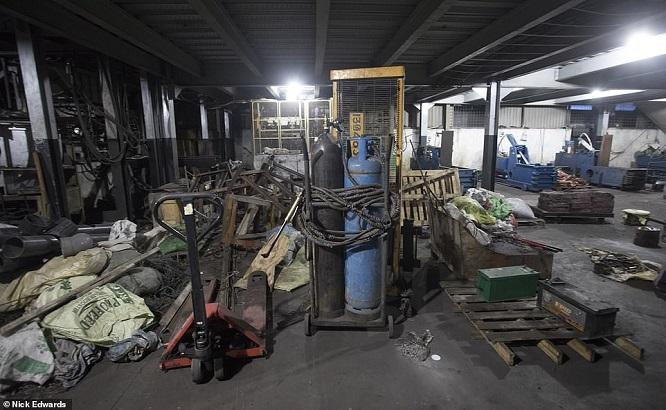"""Đột kích cơ sở chế tạo bom """"mẹ của quỷ Satan"""" đoạt mạng 359 người ở Sri Lanka - Ảnh 2"""