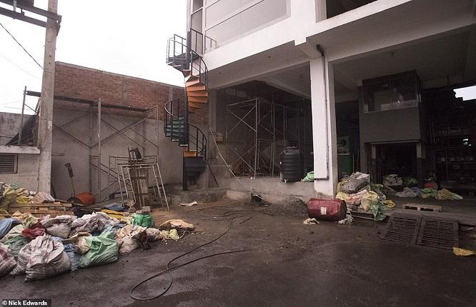 """Đột kích cơ sở chế tạo bom """"mẹ của quỷ Satan"""" đoạt mạng 359 người ở Sri Lanka - Ảnh 4"""