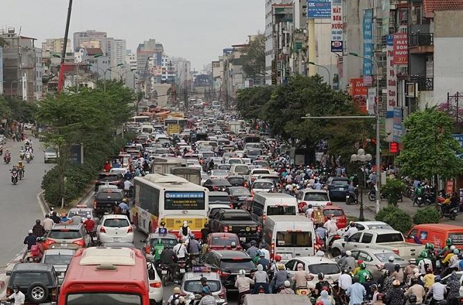 Đường phố Hà Nội kẹt cứng, bến xe đông nghẹt khách về nghỉ lễ 30/4 - 1/5 - Ảnh 2