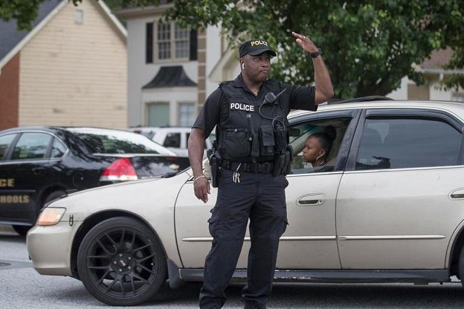 Nổ súng tại trường tiểu học Mỹ, 10 học sinh trúng đạn - Ảnh 1
