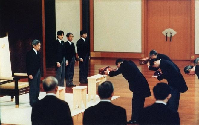 Những điều chưa biết về nghi thức thoái vị và đăng cơ của Nhật hoàng - Ảnh 2
