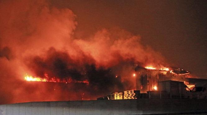 Hỏa hoạn tại Hàn Quốc: Cảnh báo được nâng lên mức cao nhất, 10.000 người được huy động dập lửa - Ảnh 3
