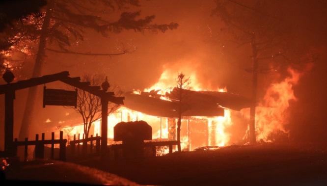 Hỏa hoạn tại Hàn Quốc: Cảnh báo được nâng lên mức cao nhất, 10.000 người được huy động dập lửa - Ảnh 4