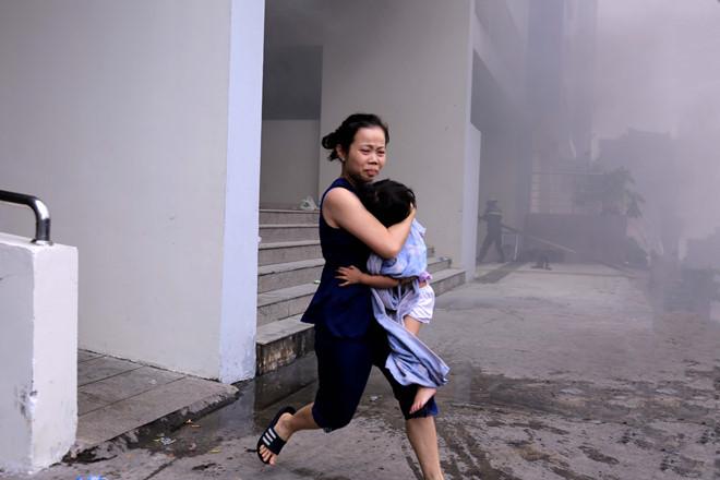 Vụ cháy chung cư Carina khiến 13 người thiệt mạng: Đề nghị truy tố 2 bị can  - Ảnh 2