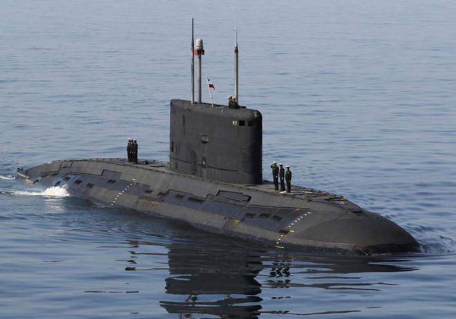Tàu ngầm Iran phát nổ, ít nhất 3 kỹ sư của Bộ Quốc phòng thiệt mạng - Ảnh 1