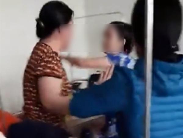 Mẹ đẻ lao tới, đánh tay đôi với bà thông gia ngay tại bệnh viện trong lúc đi chăm cháu - Ảnh 1