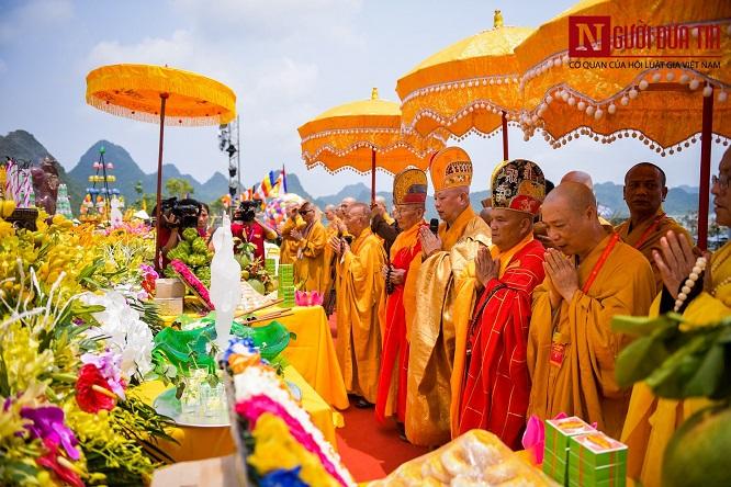 Độc đáo nghi lễ tắm Phật chùa Tam Chúc, mừng Đại lễ Phật đản Vesak 2019 - Ảnh 2