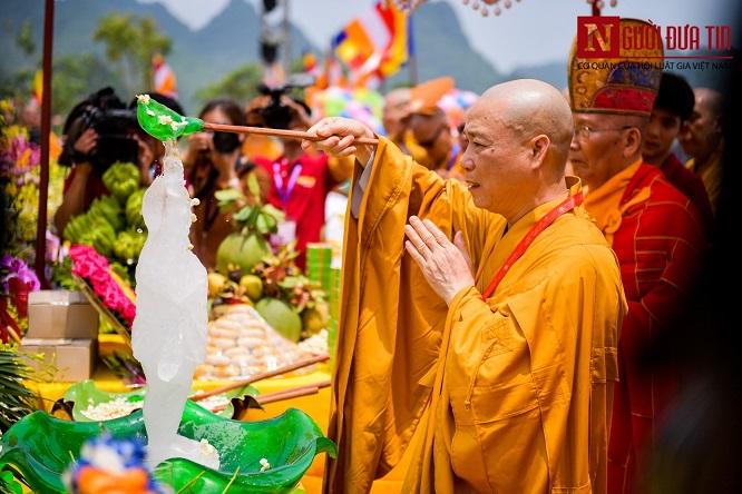Độc đáo nghi lễ tắm Phật chùa Tam Chúc, mừng Đại lễ Phật đản Vesak 2019 - Ảnh 4
