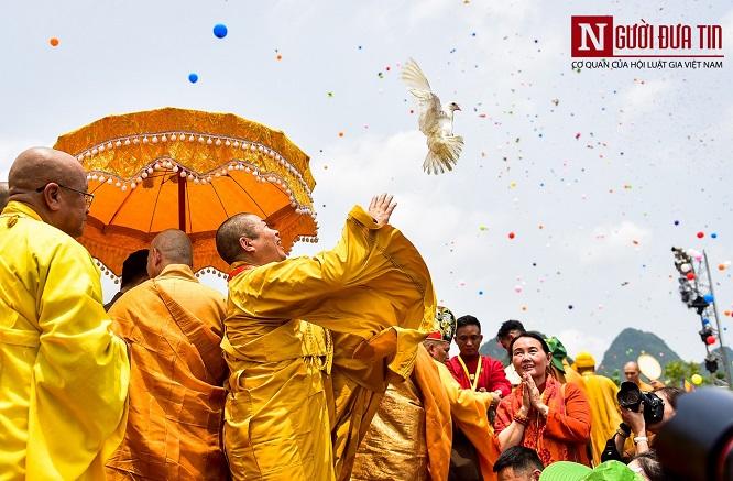 Độc đáo nghi lễ tắm Phật chùa Tam Chúc, mừng Đại lễ Phật đản Vesak 2019 - Ảnh 5
