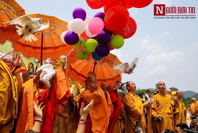 Độc đáo nghi lễ tắm Phật chùa Tam Chúc, mừng Đại lễ Phật đản Vesak 2019 - Ảnh 8
