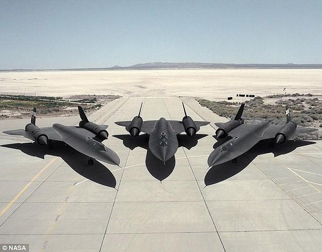 """Hé lộ tiêm kích """"khóa"""" được máy bay trinh sát nhanh nhất thế giới của Mỹ - Ảnh 1"""