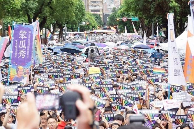 Đài Loan trở thành quốc gia đầu tiên tại châu Á hợp pháp hóa hôn nhân đồng giới - Ảnh 2