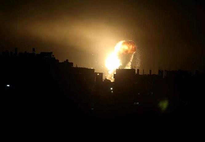 """Israel khai hỏa sau khi bị tấn công, Dải Gaza chìm trong """"mưa"""" tên lửa - Ảnh 1"""