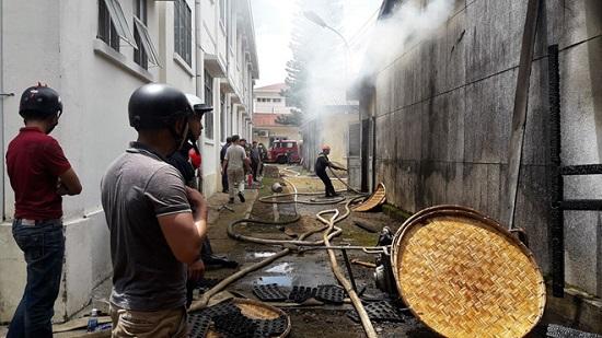 Hỏa hoạn thiêu rụi 7 gian nhà kho nghiên cứu dâu tằm ở Lâm Đồng - Ảnh 2
