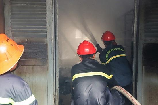 Hỏa hoạn thiêu rụi 7 gian nhà kho nghiên cứu dâu tằm ở Lâm Đồng - Ảnh 3