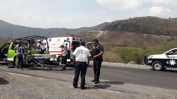 Hiện trường vụ tai nạn xe buýt kinh hoàng ở Mexico, ít nhất 35 người thương vong - Ảnh 4