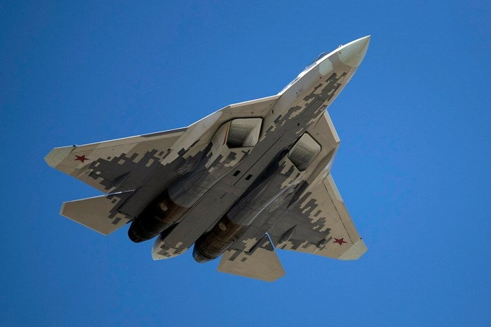 """Lộ diện """"bóng ma bầu trời"""" Su-57 đầu tiên trong dây chuyền sản xuất hàng loạt của Nga - Ảnh 1"""