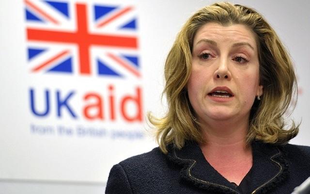 Lý lịch đầy bất ngờ của nữ Bộ trưởng Quốc phòng đầu tiên trong lịch sử nước Anh - Ảnh 1