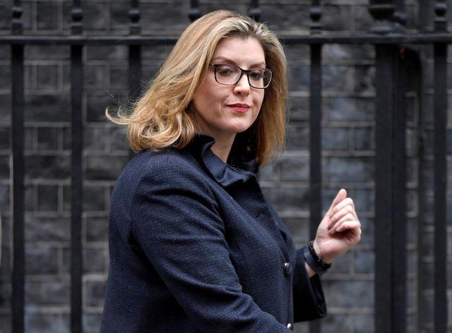 Lý lịch đầy bất ngờ của nữ Bộ trưởng Quốc phòng đầu tiên trong lịch sử nước Anh - Ảnh 2