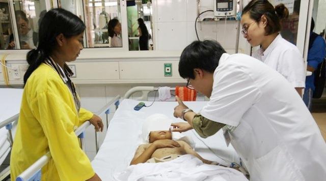 Tình hình sức khoẻ của bé trai 12 tuổi bị chó bécgie cắn lóc da đầu, mất cả 2 tai  - Ảnh 1