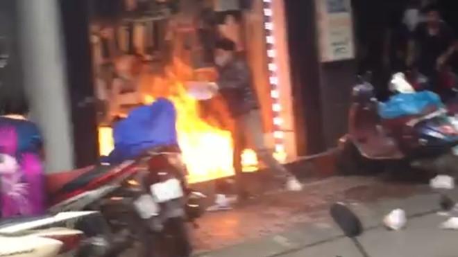 Hải Phòng: Bắt thanh niên đổ xăng đốt cửa hàng quần áo của 'vợ' cũ - Ảnh 1