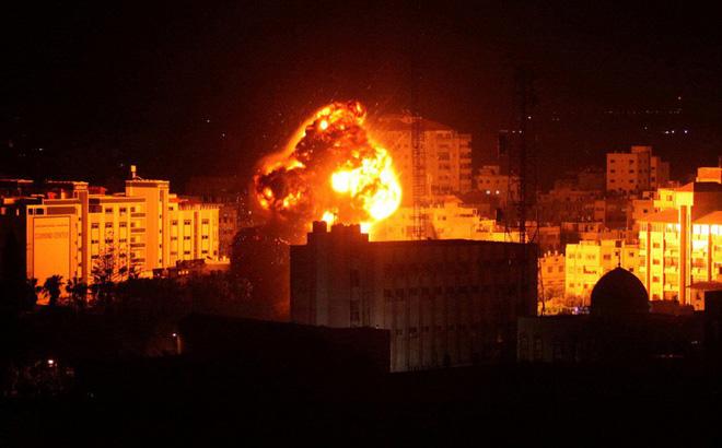 Israel không kích dữ dội Dải Gaza, đáp trả việc bị nã liên tiếp gần 50 quả rocket  - Ảnh 1