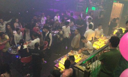 Hải Phòng: Hai nhóm thanh niên hỗn chiến vì một nữ nhân viên tại quán bar - Ảnh 1