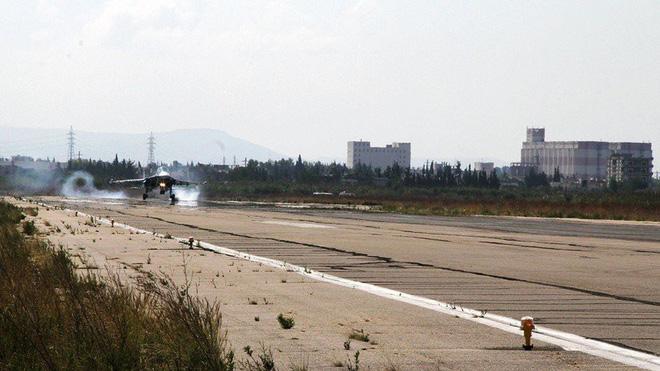 Căn cứ đầu não tại Syria bị tấn công, Nga kích hoạt báo động phòng không - Ảnh 1
