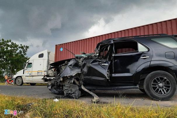 Tin tức tai nạn giao thông mới nhất 15/6/2019: Tạm giữ tài xế container đâm ô tô, 5 người chết - Ảnh 2