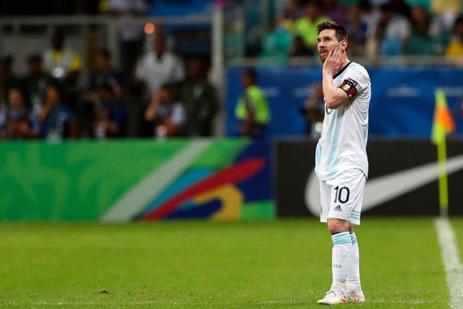Messi nỗ lực thi đấu, Argentina vẫn thua đau đớn trong trận ra quân tại Copa America - Ảnh 1