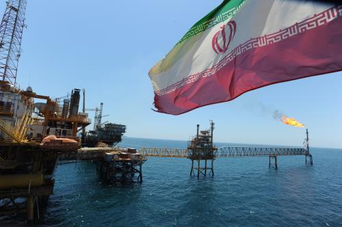 Mỹ tuyên bố trừng phạt bất cứ quốc gia nào nhập khẩu dầu của Iran - Ảnh 1