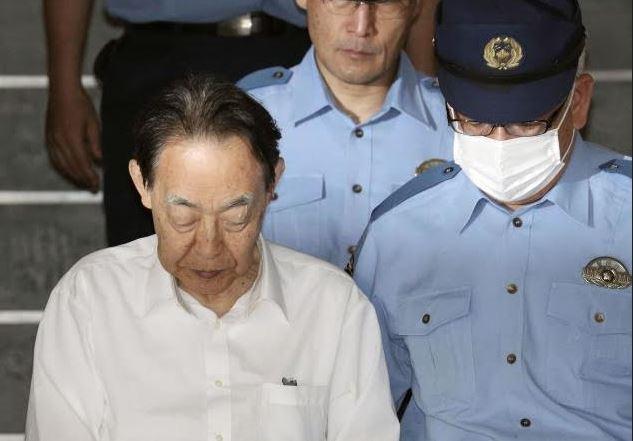 Sững sờ trước nguyên nhân cựu thứ trưởng Nhật Bản dùng dao đâm con trai tử vong - Ảnh 1