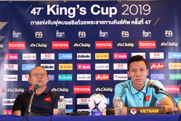 HLV Park Hang-seo yêu cầu báo chí Thái Lan đính chính thông tin sai lệch - Ảnh 1