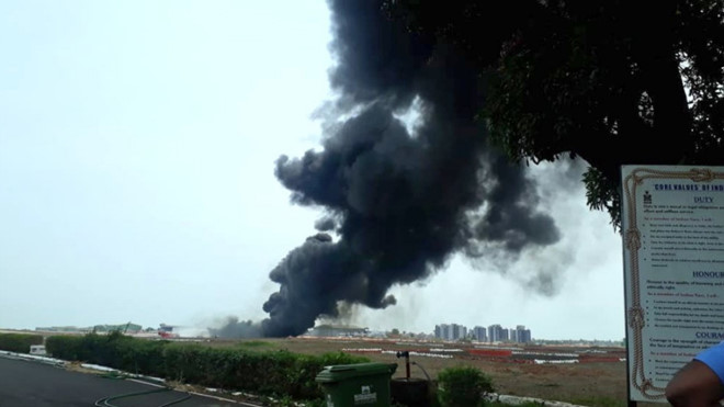 Tiêm kích MiG-29K đánh rơi thùng nhiên liệu lúc cất cánh, gây hỏa hoạn tại sân bay Ấn Độ - Ảnh 1