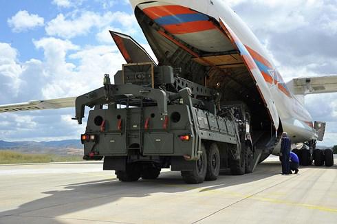 """7 chuyên cơ chở """"rồng lửa"""" S-400 Nga hạ cánh tại căn cứ không quân của Thổ Nhĩ Kỳ - Ảnh 1"""