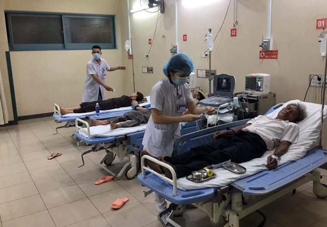 Đắk Lắk: Hơn 100 người nhập viện cấp cứu nghi do ngộ độc thức ăn sau bữa tiệc đám cưới - Ảnh 1