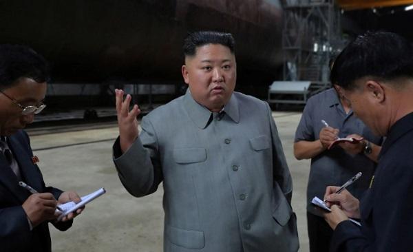 Chủ tịch Kim Jong-un thị sát tàu ngầm mới, dự kiến triển khai tại biển Nhật Bản - Ảnh 1