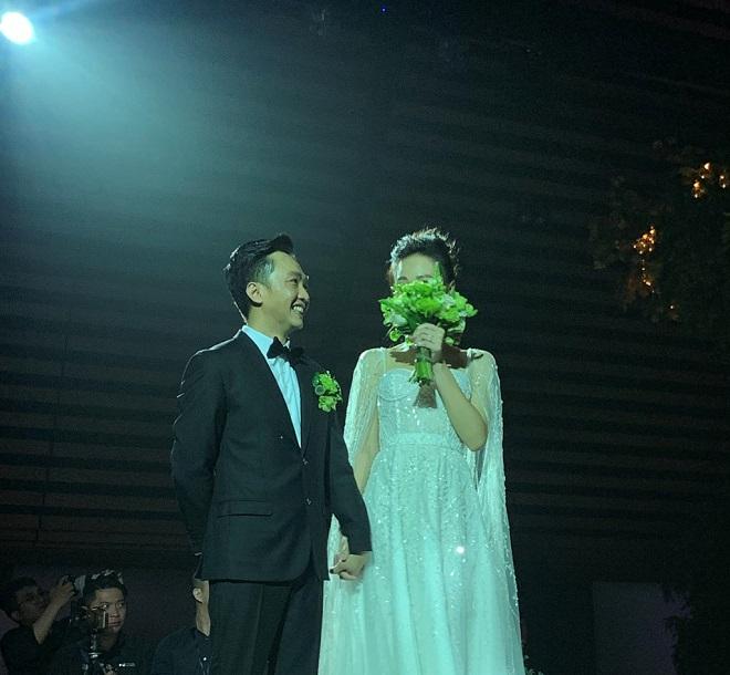 Cường Đô La xúc động không kìm được nước mắt bên Đàm Thu Trang trong lễ thành hôn - Ảnh 2