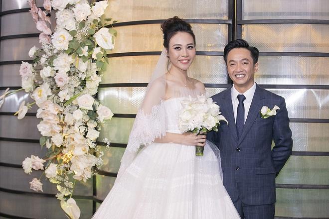 Cường Đô La xúc động không kìm được nước mắt bên Đàm Thu Trang trong lễ thành hôn - Ảnh 3